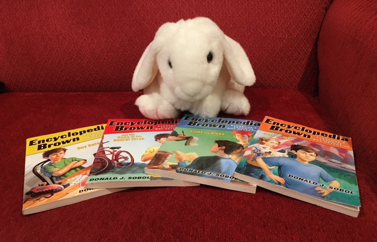 Marshmallow reviews Encyclopedia Brown Books 1-4 by Donald Sobol