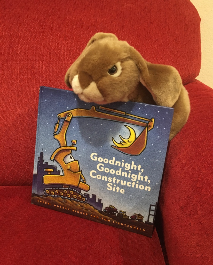 Caramel reviews Goodnight, Goodnight, Construction Site, written by Sherri Duskey and illustrated by Tom Lichtenheld.