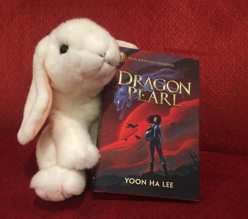 Marshmallow reviews Dragon Pearl by Yoon Ha Lee.