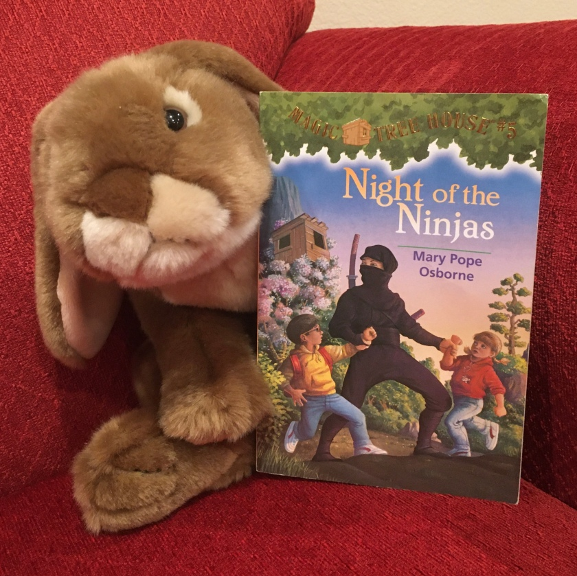 Caramel reviews Night of the Ninjas (Magic Tree House #5) by Mary Pope Osborne.