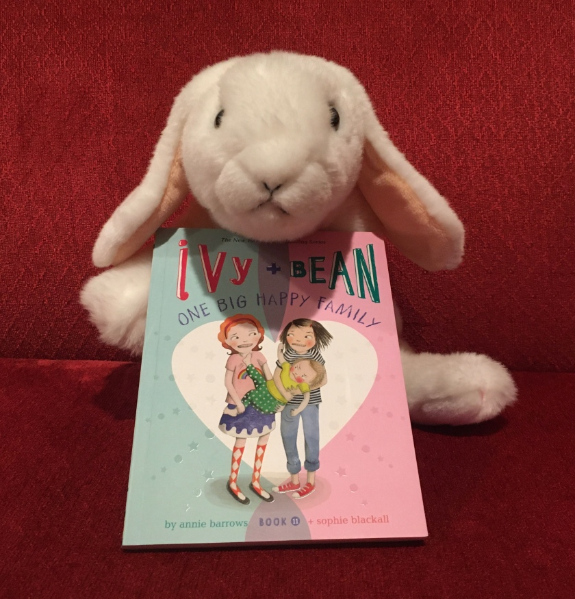 Marshmallow reviews Ivy and Bean: One Big Happy Family by Annie Barrows and Sophia Blackhall (Book 11 of the Ivy + Bean Series).