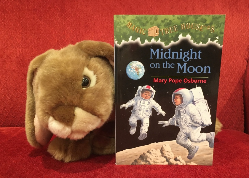 Caramel reviews Midnight on the Moon (Magic Tree House #8) by Mary Pope Osborne.