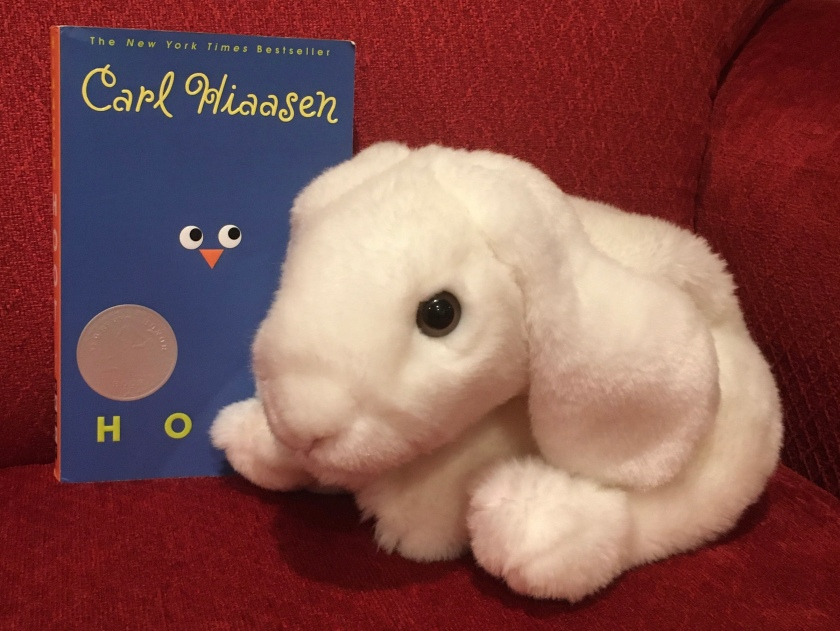 Marshmallow reviews Hoot by Carl Hiaasen.